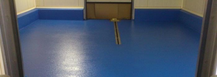 Ucrete vloer met blauwe topcoating